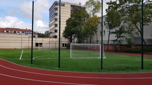 Uostamiestyje tvarkomi mokyklų sporto aikštynai