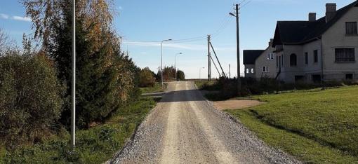 Spalio 18 d. bus asfaltuojama Beržų gatvė Bražuolės kaime