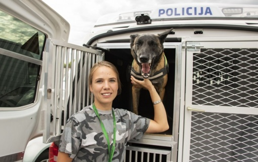 Policijos kinologų varžybose Vita Mockutė su Troja tapo prizininkėmis