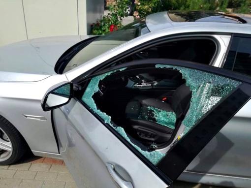 Paliko automobilį mokomoje aikštelėje Kauno oro uoste – rado suniokotą ir apvogtą