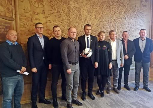 Su miesto valdžia aptarta futbolo perspektyva Šiaulių mieste