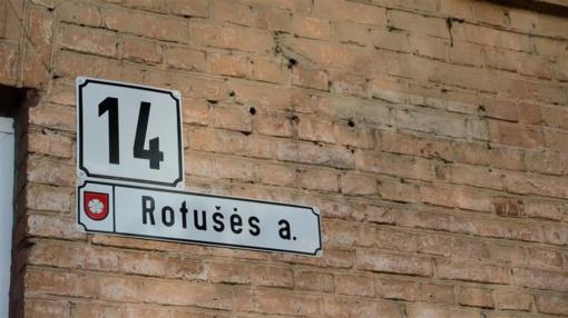 Keičiamos Alytaus centro gatvių pavadinimų ir namų numerių lentelės