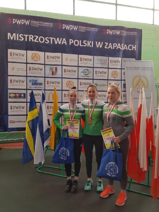 Lenkijoje – trys imtynininkių apdovanojimai
