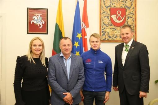 Rajono meras pasveikino Europos ralikroso čempioną tauragiškį Roką Baciušką
