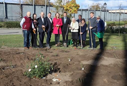 Ch. Frenkelio vilos rožynas pasipildė Šiaulių garbės piliečių rožėmis