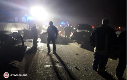 Praėjęs savaitgalis keliuose: dviejų vairuotojų mirtys, daugiau nei 20 žmonių sužeista