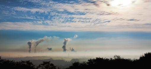 Aplinkos ministerija primygtinai ragina šalies savivaldybes susirūpinti oro tarša