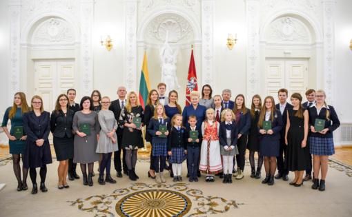 Apdovanoti Konstitucijos egzamino nugalėtojai