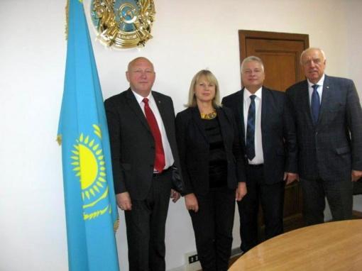 Su oficialiu vizitu lankytasi Kazachstano Respublikoje