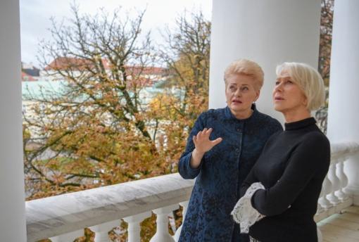 Prezidentė D. Grybauskaitė susitiko su Lietuvoje besifilmuojančia aktore H. Mirren (vaizdo įrašas)