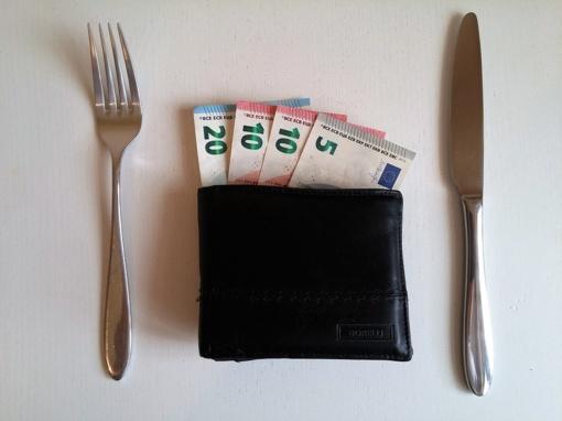 Lietuvoje didėjo pajamos ir vartojimas, bet ne taupančių žmonių skaičius