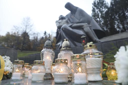 Prasideda maldos už mirusiuosius aštuondienis.