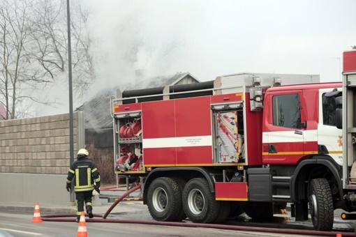 Plutiškėse degė daugiabutis