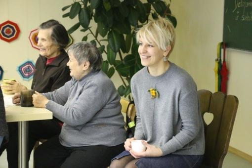 Savivaldybės darbuotojų dovana senjorams – teatro bilietai