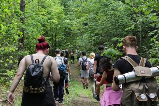 32 jaunuoliai tvarkė Mozūriškių dvaro ir Neries regioninio parko apylinkes ir bandė atkreipti dėmesį į atsakingą vartojimą