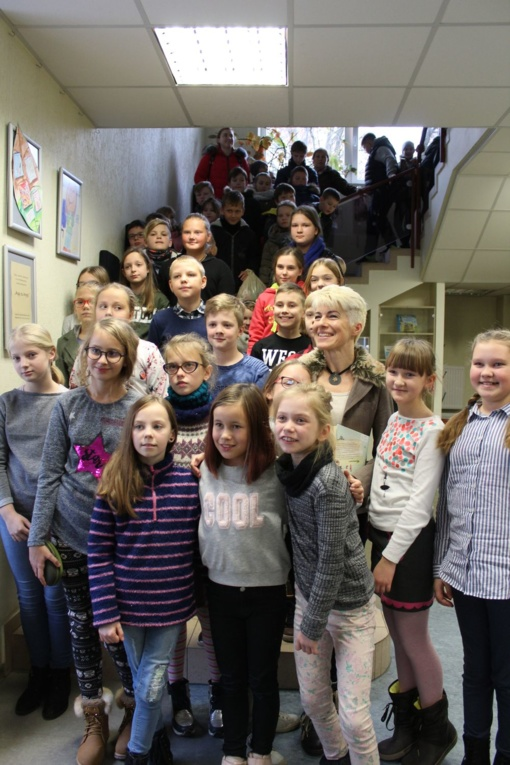 """""""Šaltinėlio"""" filiale vyko susitikimas su rašytoja Renata Šerelyte"""