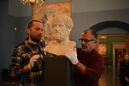 Pirmą kartą istorijoje į Lietuvą atkeliavo antikinis eksponatas iš Graikijos –  geriausiai išlikusi Aristotelio skulptūra