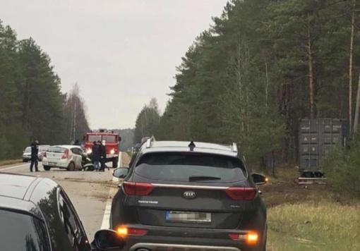 Varėnos rajone susidūrus vilkikui ir lengvajam automobiliui nukentėjo žmogus