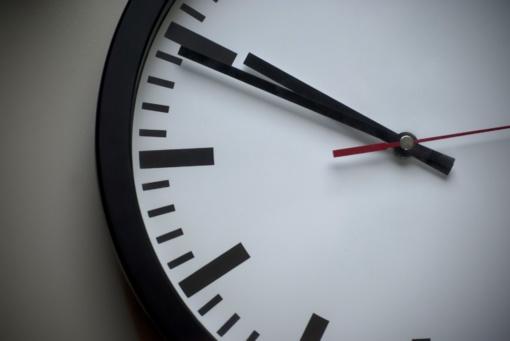 Prasideda viešosios konsultacijos dėl nuolatinio laiko pasirinkimo