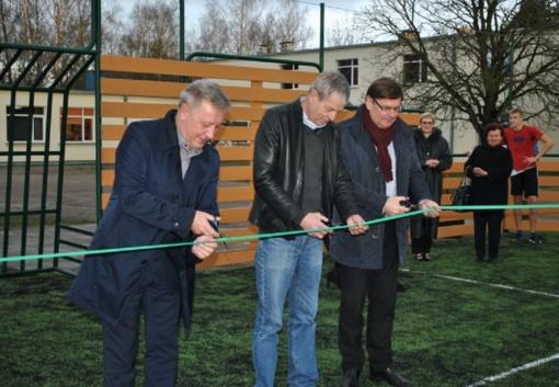 Skaistgirio gimnazijoje – nauja universali sporto aikštelė