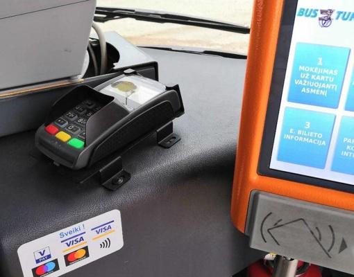 Šiauliečiai pirmieji Lietuvoje gali atsiskaityti kortelėmis miesto autobusuose, lengvėja aklųjų ir silpnaregių kelionės
