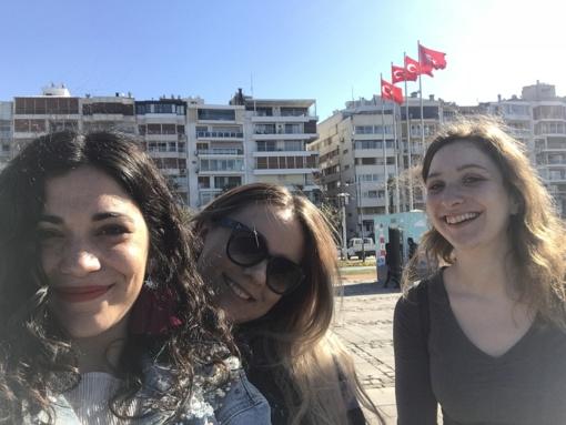 Trys draugės