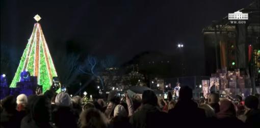 JAV pirmoji pora įžiebė nacionalinę Kalėdų eglę (vaizdo įrašas)