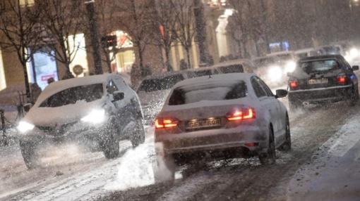 Kai kurie rajoniniai keliai padengti prispausto sniego sluoksniu