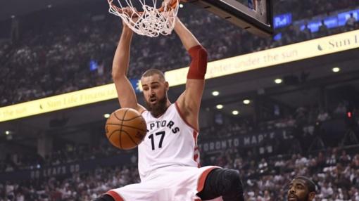 """""""Raptors"""" su J. Valančiūnu įveikė NBA čempionus"""