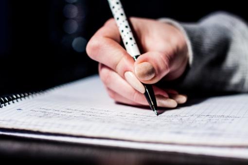Rašymas balsu arba apie ką rašytojai svajoja susilaužę ranką?