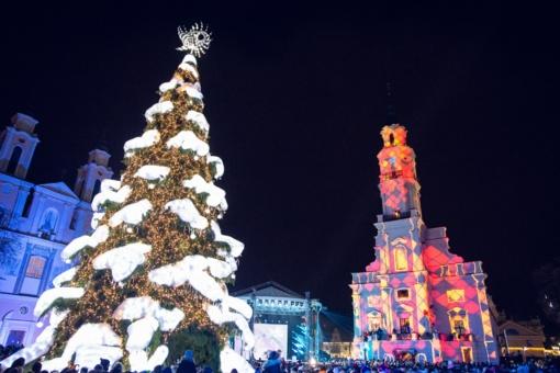 Kalėdų dvasia atkeliavo į Kauną - įžiebta miesto eglė (fotogalerija)