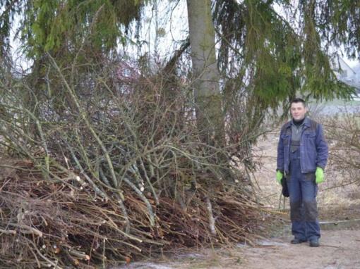 Vietos gyventojai prisideda tvarkydami Veisiejų regioninio parko direkcijos prižiūrimas teritorijas