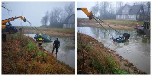 Šiaulių rajone įvažiavusi į tvenkinį žuvo moteris (papildyta vaizdo įrašu)