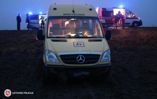 Skuodo rajone nuo kelio nuvažiavus mokykliniam autobusui nukentėjo du vaikai