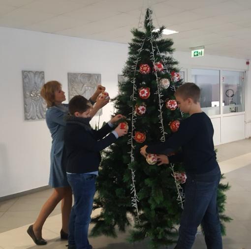 Šiaulių Dainų progimnazijoje įžiebta Kalėdinė eglutė