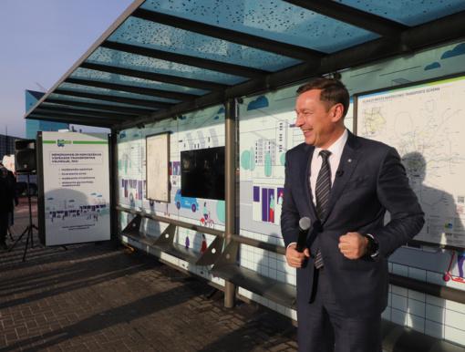 A. Zuokas sprendimą siekti Vilniaus mero posto paskelbė viešojo transporto stotelėje