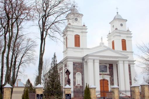 Miestą vėl puošia baltumu švytinti Lazdijų Šv. Onos bažnyčia