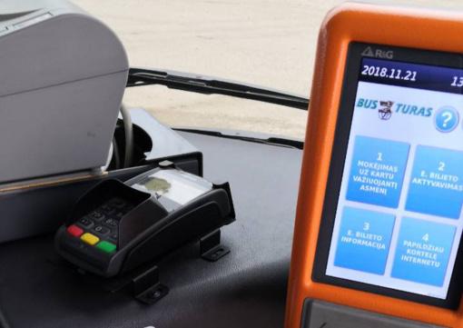 """UAB """"Busturas"""" pirmasis Lietuvoje įsidiegė galimybę atsiskaityti kortelėmis miesto autobusuose"""