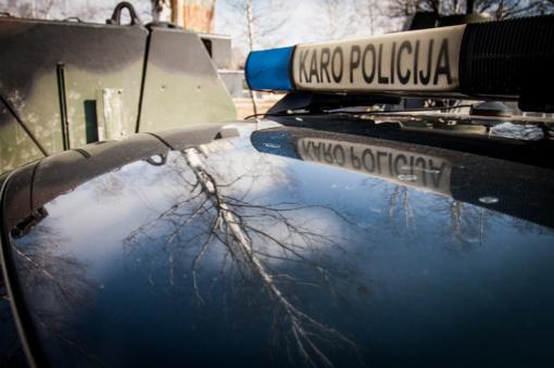 Karo policija pradėjo tyrimą dėl galimo mėginimo realizuoti neteisėtai įgytą karinę ekipuotę