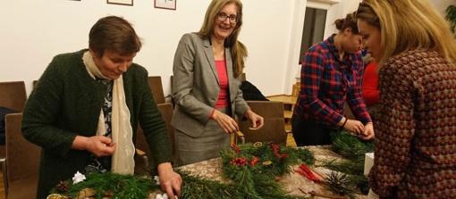 Kalėdinių- adventinių vainikų dirbtuvės dovanojo švenčių nuotaiką