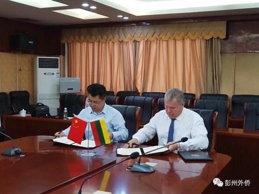 Įtvirtinamas bendradarbiavimas su Pengžou Sičuano provincijos miestu
