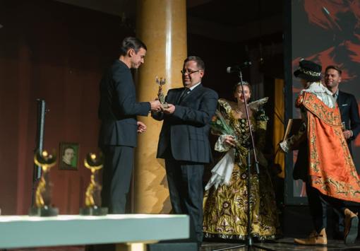 """Donatui Ziegoraičiui įteiktas """"Auksinio fenikso"""" apdovanojimas"""