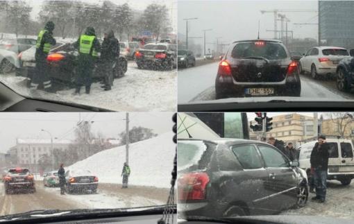 Situacija Vilniuje: košmaras! Vairuotojai – niekur nevažiuokite