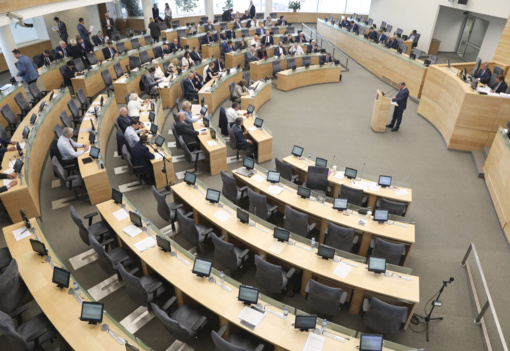 Pirmadienį rengiamas nenumatytas Seimo plenarinis posėdis