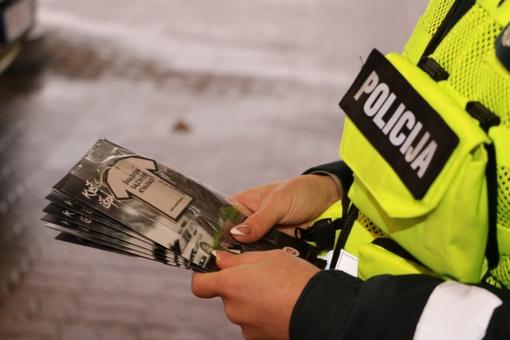 Antikorupcijos dieną, pareigūnai eismo dalyvius vaišino kava