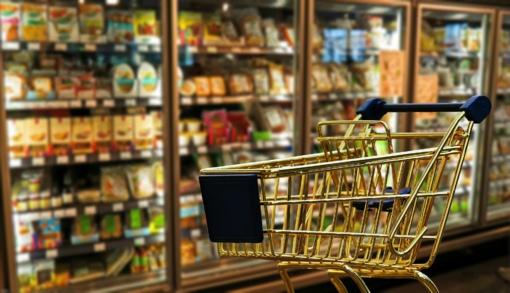 Tyrimas: prieš šventes pigiausi maisto produktai šiemet kainuoja beveik 6 proc. mažiau nei pernai