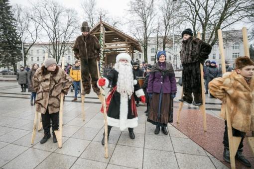 Vilniaus Kalėdų eglė į sostinę atviliojo net 6 Kalėdų Senelius