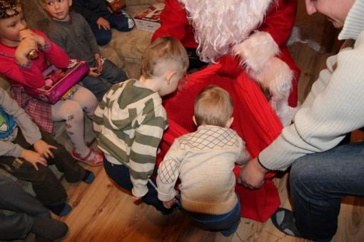 """Kvietimas dalyvauti labdaringame kalėdiniame projekte """"Stebuklingos šv. Kalėdos kaimo vaikams"""""""