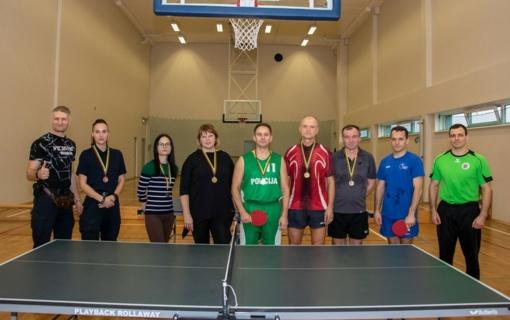 Stalo tenisas – ir pareigūnų sportas