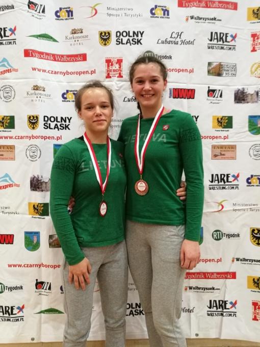 Dvi Šiaulių imtynininkės tarptautiniame turnyre laimėjo bronzos medalius